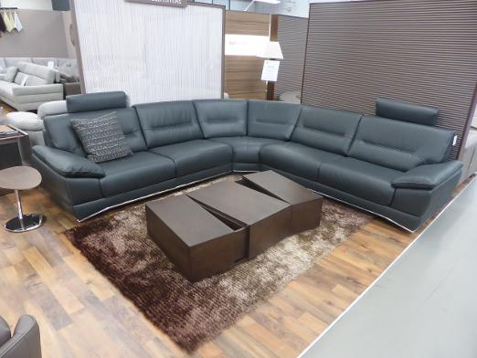 Natuzzi Editions Charolais Beautiful High Quality And Grade Leather 3 2 Matching Footstool Rrp Over 5000 Our Price For This Set 2999 Please