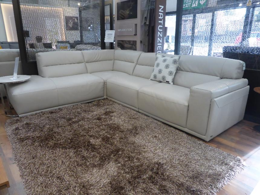 Has One Electric Recliner On The Arm Headrests Are Adjule Sold Natuzzi Aladino Stylish Leather Corner Sofa